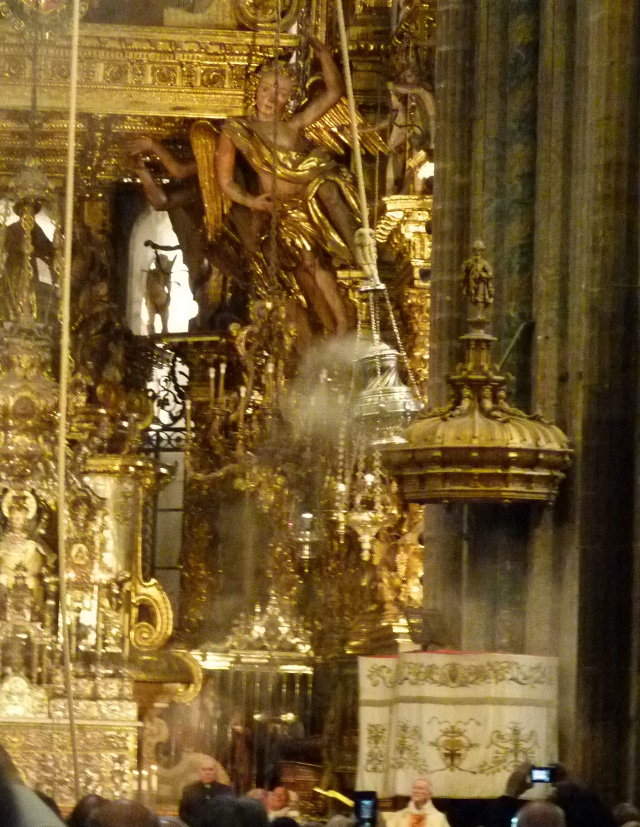 Santiago. Le botafumeiro (sous l'oeil attentif de Mgr Molère).